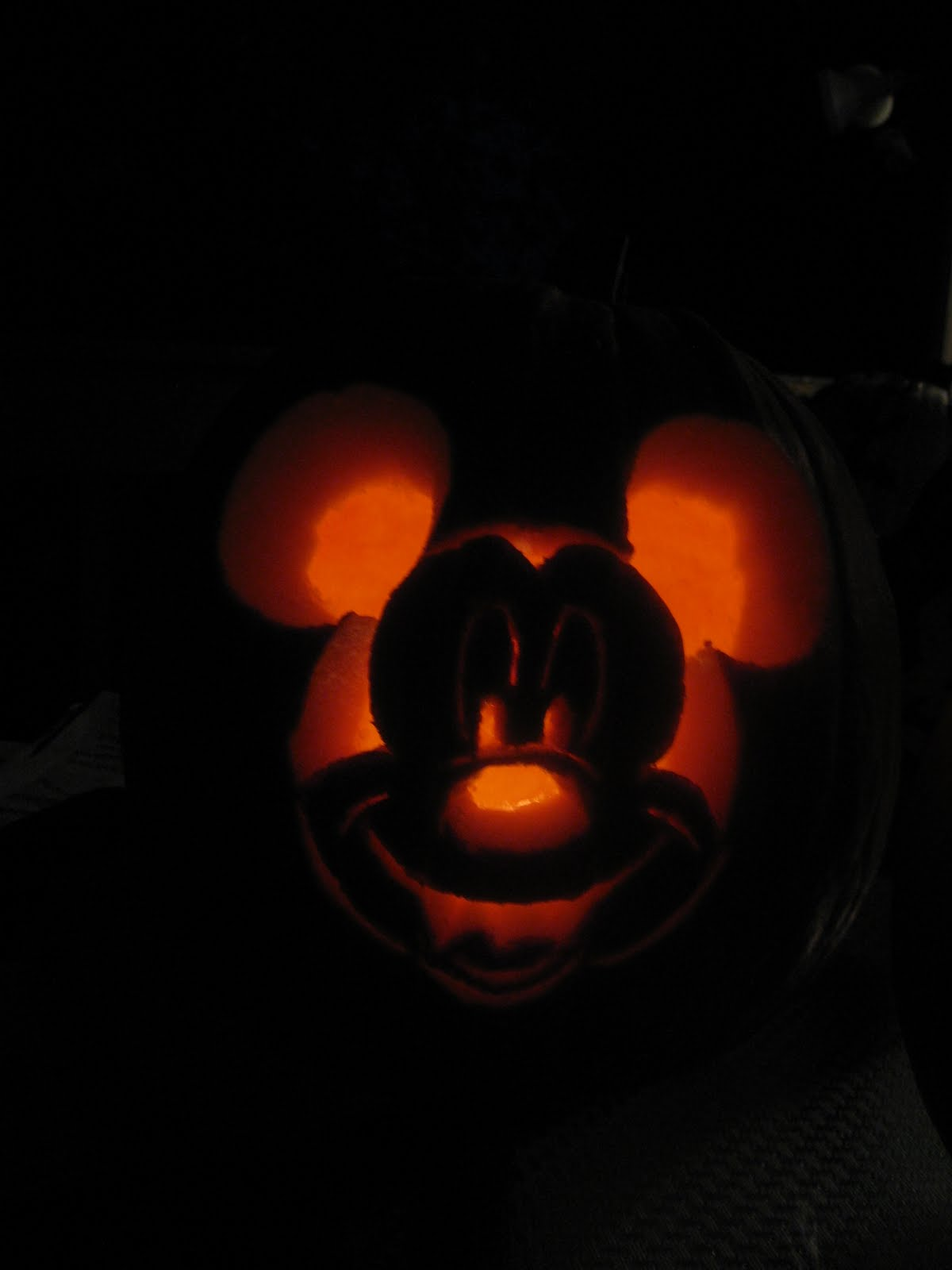 Disnerd adventures a disnerd pumpkin adventure for Mickey mouse vampire pumpkin template