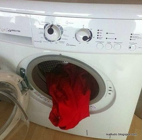 Wash Machine Exausted - Lavadora Cansada - Pareidolia-001