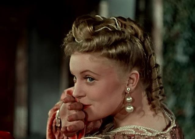 «Двенадцатая ночь»    советский полнометражный цветной художественный фильм,  поставленный на Киностудии «Ленфильм» в 1955 году режиссёром Яном Фридом  по одноимённой пьесе Уильяма Шекспира.    Во время бури на море корабль терпит кораблекрушение, и пучина разлучает двух близнецов: девушку Виолу и юношу Себастьяна. Девушка попала в страну Иллирию, позже туда же прибудет и её брат. Виола встретит и полюбит герцога Орсино. И, чтобы быть ближе к нему, переодевшись в мужское платье, поступает к нему на службу под именем Цезарио. Орсино, влюблённый в красавицу Оливию, отправляет к ней «Цезарио», чтобы его юный «товарищ» поведал Оливии о любви Орсино. Но Оливия влюбляется в «Цезарио». В доме Оливии проживает развесёлая компания — её дядя сэр Тоби, слуги Мария и Фабиан, шут Фесте. Эта компания развлекается как может. Одной из их жертв является гостящий в доме рыцарь Эндрю Эгьючийк. Объектом злой шутки стал и спесивый Мальвольо, дворецкий Оливии. В итоге, после ряда комичных, а подчас и драматичных ситуаций, когда Себастьяна принимают за Виолу и наоборот, разлучённые брат и сестра вновь вместе. Себастьян находит своё счастье в браке с Оливией, а Орсино понимает, что девушка, к которой он испытывает подлинные чувства, — вовсе не Оливия, а Виола.  «Двенадцатая ночь»    советский полнометражный цветной художественный фильм,  поставленный на Киностудии «Ленфильм» в 1955 году режиссёром Яном Фридом  по одноимённой пьесе Уильяма Шекспира.    Во время бури на море корабль терпит кораблекрушение, и пучина разлучает двух близнецов: девушку Виолу и юношу Себастьяна. Девушка попала в страну Иллирию, позже туда же прибудет и её брат. Виола встретит и полюбит герцога Орсино. И, чтобы быть ближе к нему, переодевшись в мужское платье, поступает к нему на службу под именем Цезарио. Орсино, влюблённый в красавицу Оливию, отправляет к ней «Цезарио», чтобы его юный «товарищ» поведал Оливии о любви Орсино. Но Оливия влюбляется в «Цезарио». В доме Оливии проживает развесёлая компания — её дядя 
