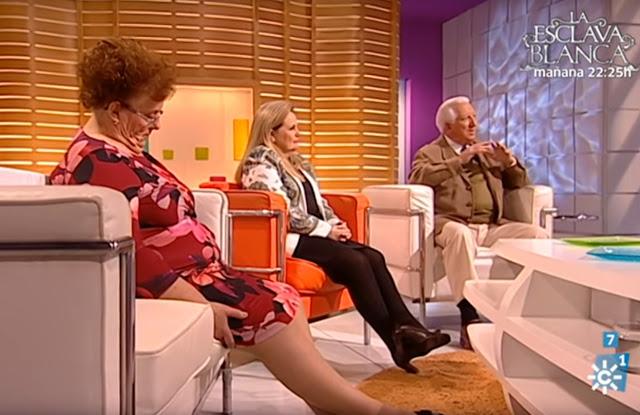 mulher canal sur espanha dormir direto vivo sentada idosa rir