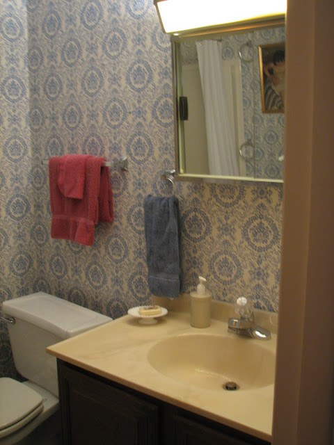 1970's vintage bathroom before