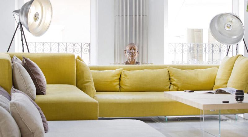divano giallo moderno di LAGO