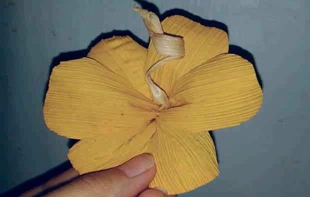 Cara Membuat Bunga kamboja Dari Kulit Jagung