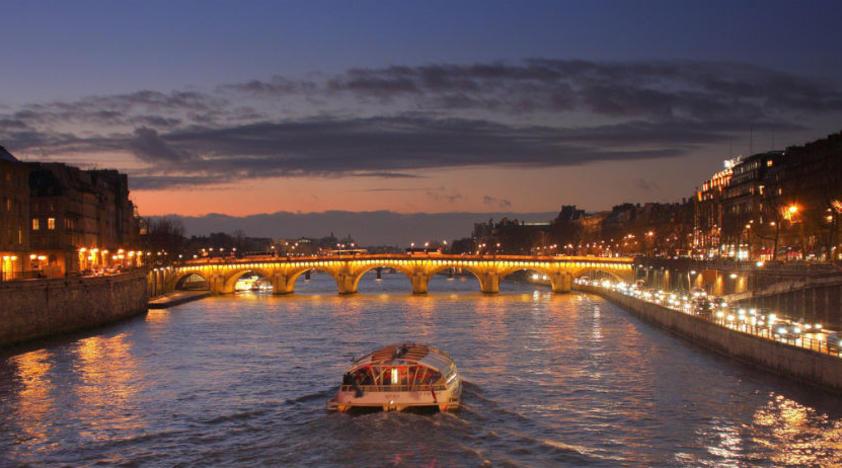 Resultado de imagem para Militar da Marinha morre afogado no rio Sena