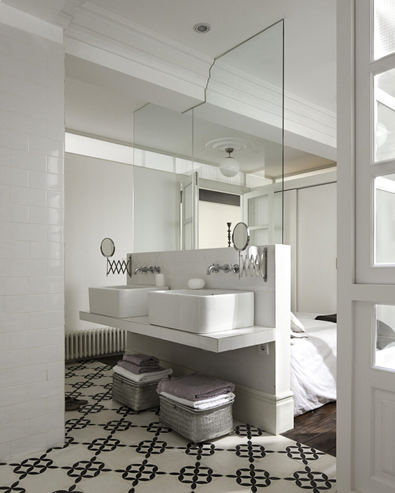Bathroom inside bedroom. Design by Isabel Otero and Ramiro Mora, photo by Amador Toril