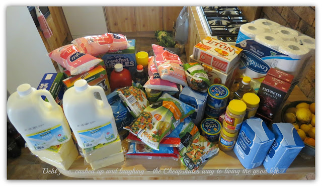 Am I Australia's most boring shopper? Click through to see how Cath from the Cheapskates Club does her monthly grocery shop for her family of 5 for under $300!
