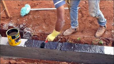 impermeabilizando a fundação da construção