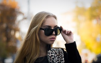 Wallpaper: Blonde girl with sunglasses
