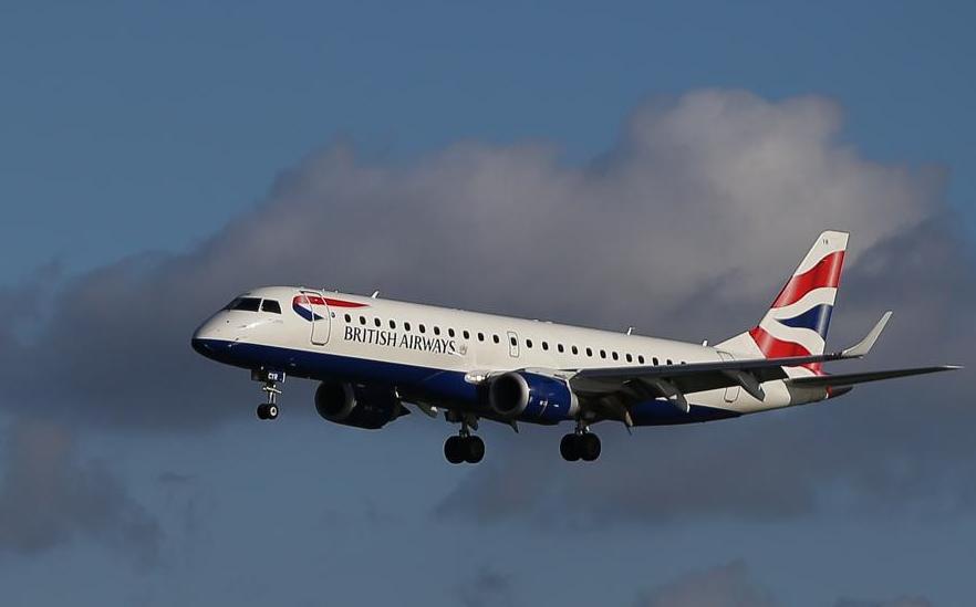 Viaggia con il vicino di posto obeso: passeggero volo aereo fa causa a British Airways