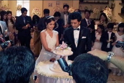 riteish-genelia-cake-cutting-for-christian-wedding