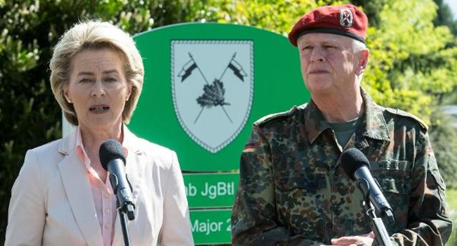 Alemania inspecciona todos sus cuarteles para eliminar símbolos nazis