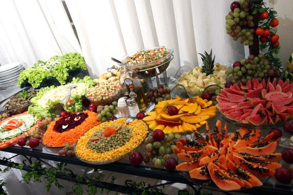 Andrade Buffet Mesa de saladas e frutas