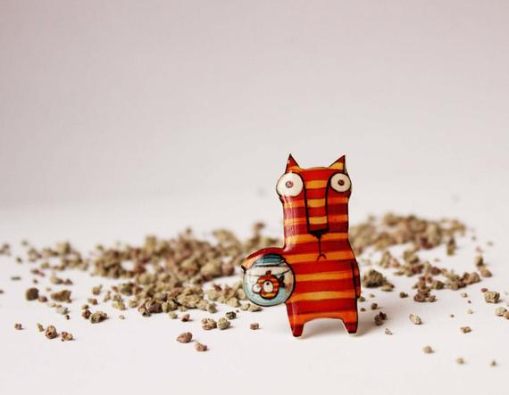 Dinabijushop's polymer clay and resin pin cat and fish