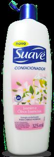 Condicionador Suave Jasmim e Óleos Essenciais Tampa azul,embalagem branca com flores rosadas.