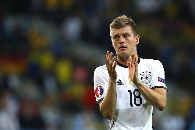 Jerman 0-0 Polandia : Segan, Sungkan, Sungkem