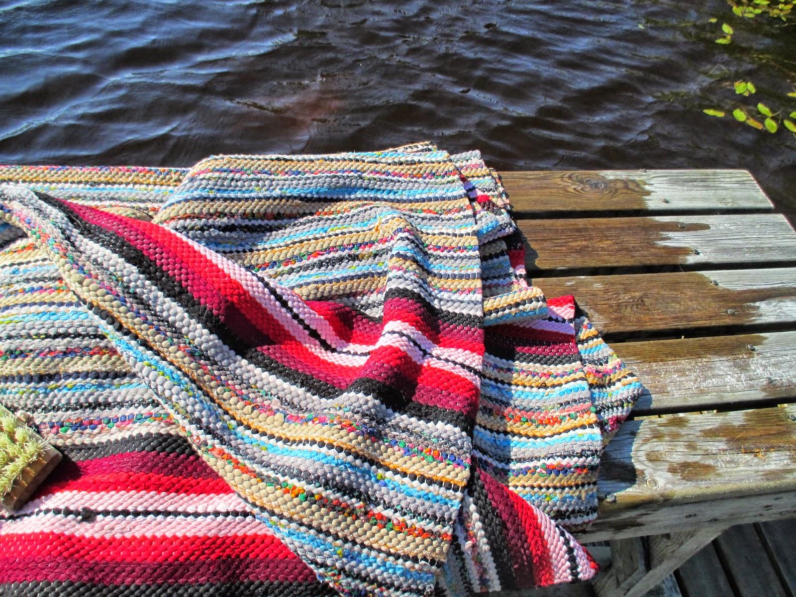 räsymatto, mattolaituri, värikästä, kesä