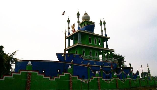 Kapal Bosok Tempat Wisata Religi di Serang Makam Wali Allah