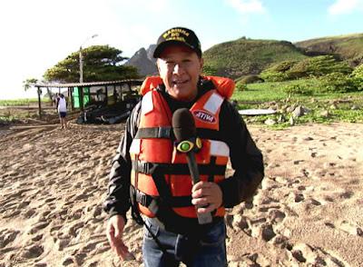 O repórter Valteno Oliveira explora a Ilha da Trindade - Divulgação/Band