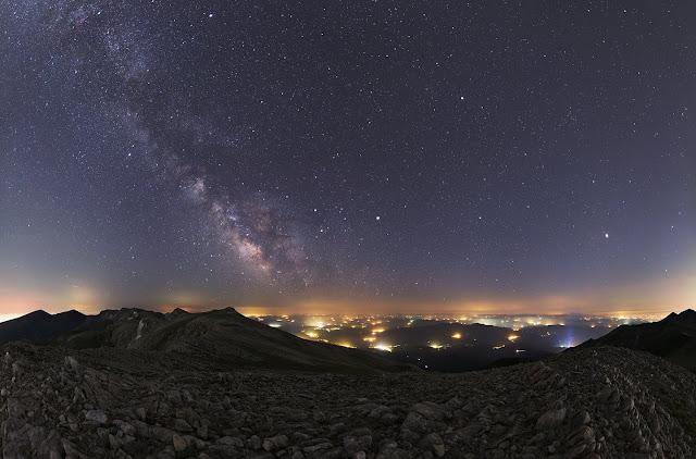 Các hành tinh mùa hè và dải Ngân Hà. Credit: Tunç Tezel (TWAN).