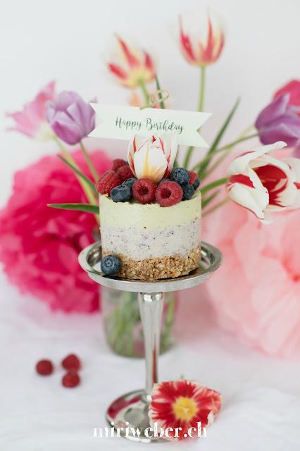 Früchtequarktorte Rezept, Quarktorte mit Cantuccini Boden, Blog Schweiz, Happy Birthday Torte, Geburtstagstorte, gesunde Quarktorte, Quarktorte mit Avocado und Heidelbeeren, foodphotography, foodstyling