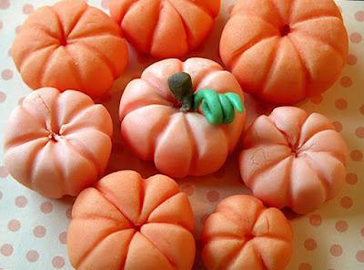 рецепты на Хэллоуин, Halloween, All Hallows' Eve, All Saints' Eve, закуски на Хэллоуин, салаты на Хэллоуин, декор блюд на Хэллоуин, оформление Хэллоуинских блюд, праздничный стол на Хэллоуин, угощение для гостей на Хэллоуин, кухня монстров, кухня ведьмы, еда на Хэллоуин, рецепты на Хллоуин, блюда на Хэллоуин, оладьи, оладьи из тыквы, тыква, праздничный стол на Хэллоуин, рецепты, рецепты кулинарные, рецепты праздничные, оладьи, тыквенные блюда, блюда из тыквы, как приготовить тыкву, Хэллоуин, на Хэллоуин, из тыквы, что приготовить на Хэллоуин, страшные блюда, блюда-монстры, 31 октября, праздники осенние, Страшные и вкусные угощения для Хэллоуина (закуски, салаты, горячее) http://prazdnichnymir.ru/ Хэллоуин — подборка праздничных рецептов и идейдекор блюд, тыквы, кондитерская мастика, десерты на Хэллоуин, идеи лепки тыкв, как вылепить тыкву, как слепить тыкву из соленого теста, тыквы из соленого теста на день влюбленных, тыквы из соленого теста на Хэллоуин, прикольные тыквы из соленого теста, подарки из соленого теста,сувкемрв на Хэллоуин, сувениры на праздник урожая, блюда на Хэллоуин, сладости на Хэллоуин, тыквы на Хэллоуин, тыквы из кондитерской мастики, сладости из кондтерской мастики, конфеты из кондитерской мастики,http://prazdnichnymir.ru/ тыквы на хэллоуин из кондитерской мастики или помадки