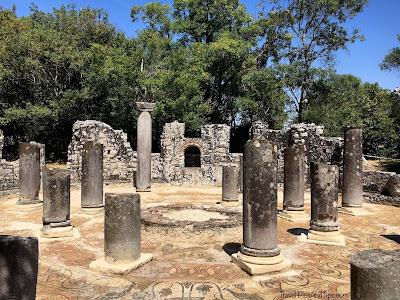 Le baptistère, site de Butrint au sud de l'Albanie