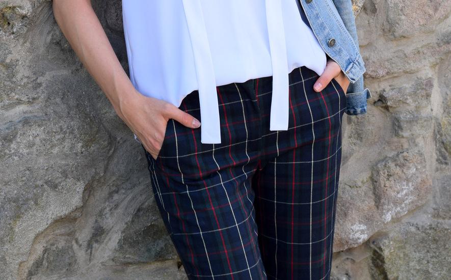 kockované nohavice s červenými lodičkami