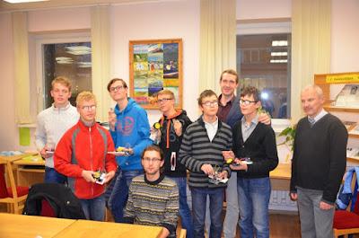 LASUC moksleiviai po mokymų kartu su mokytoju R.Norkumi bei projekto organizatoriumi aklųjų bibliotekoje Dariumi Tamošiūnu