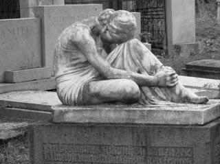Statue de pierre, ange triste