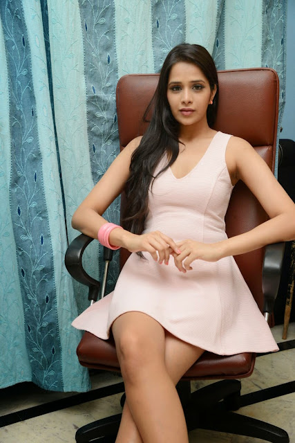 Abha Singhal hot cleavage pics