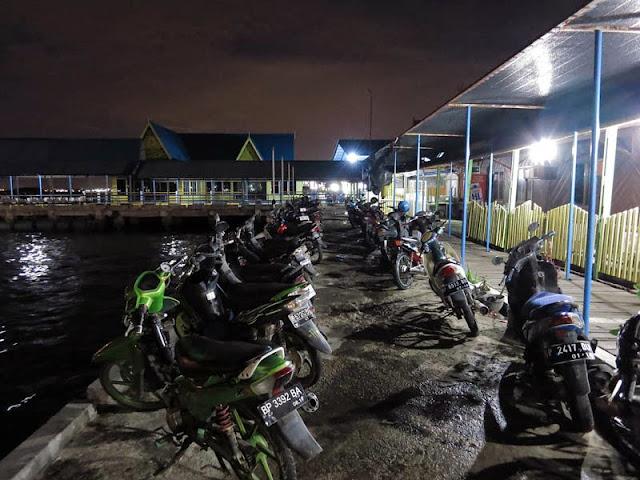 Suasana Malam Di Tanjung Uban