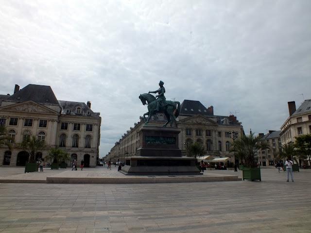 place du martroi en Orléans