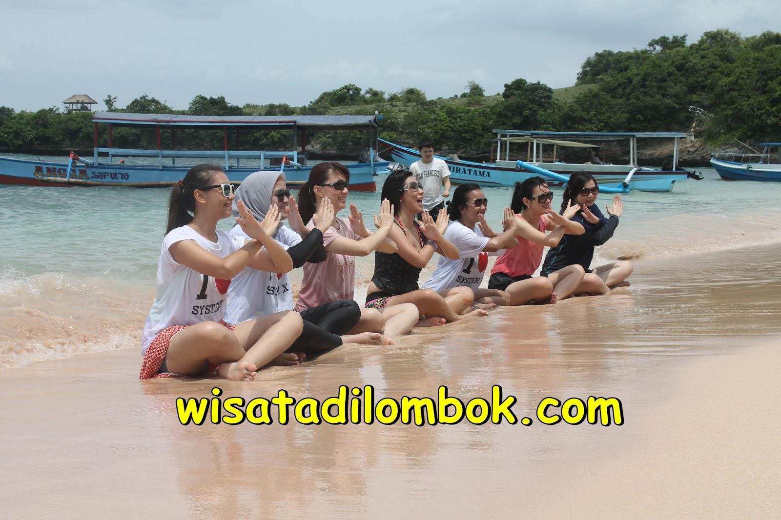Gambar Bermain pasir di lombok