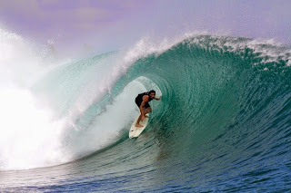 Surfer Pantai Plengkung Jawa Timur