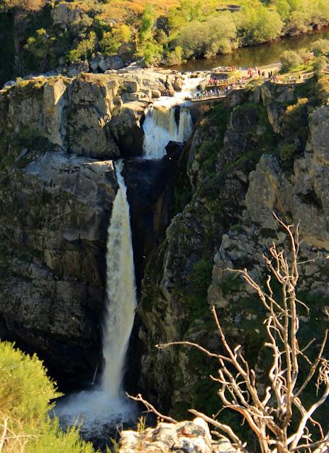 Mirador de Pereña de la Ribera. Impresionante salto de agua del Pozo de los Humos