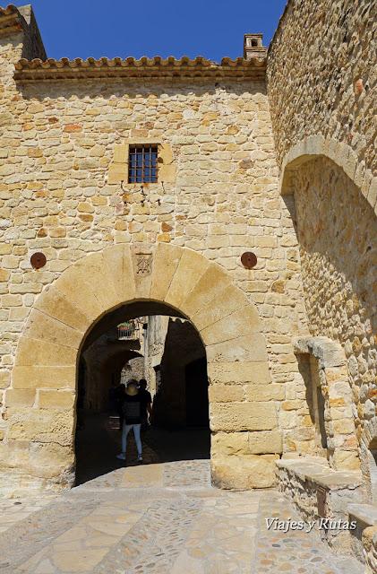 Portal de la Villa de Pals