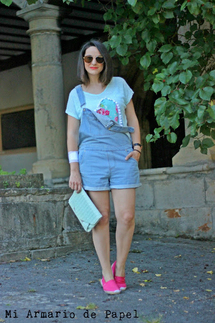 Como combinar un peto denim corto con color mint