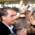 Com gritos de 'mito' e 'presidente', Bolsonaro é recebido por multidão no Aeroporto de Natal