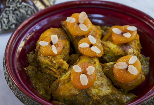 الدجاج بالمشمش المجفف على الطريقة المغربية