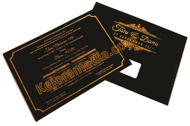 undangan pernikahan warna hitam gold
