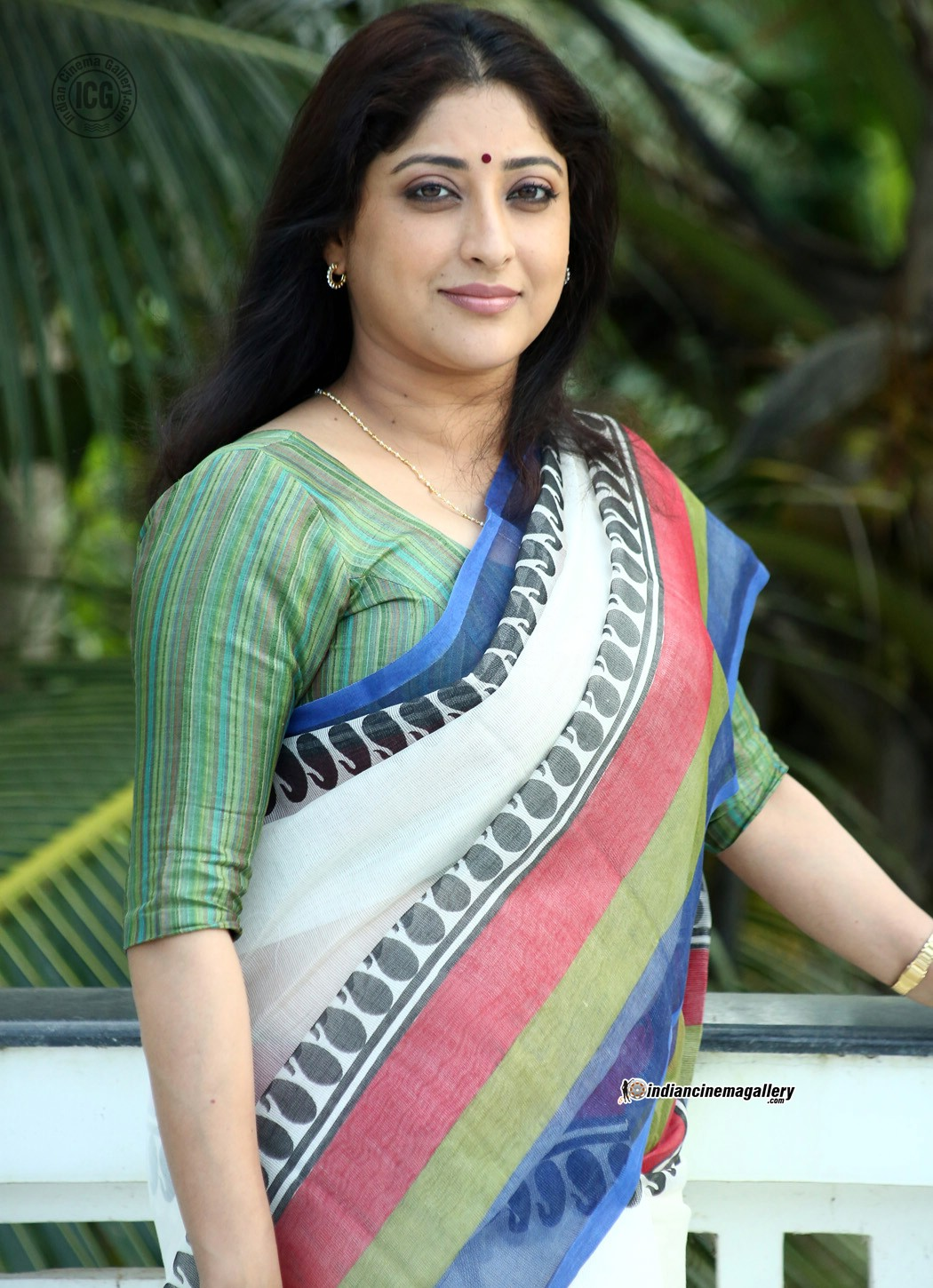 Searching For Love Quotes In Wallpapers Lakshmi Gopalaswamy Latest Hot Photos In Saree From Oru