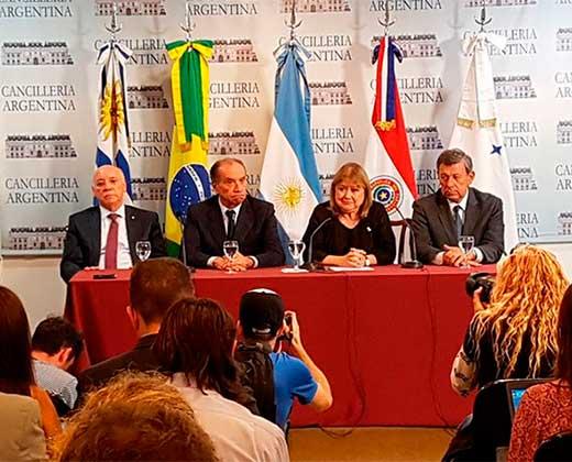 Cancilleres de Mercosur activan la Cláusula Democrática a Venezuela
