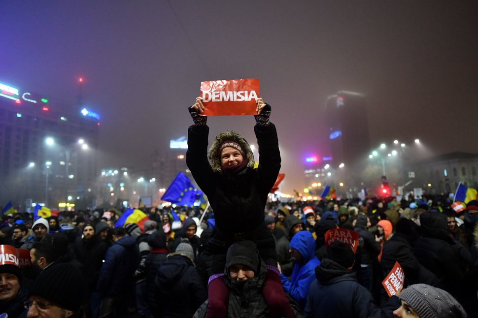 35 Photos Of Protesting Women That Portray Female Power - Romania