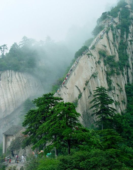 The World S Most Dangerous Hiking Trail Cool Damn Pictures
