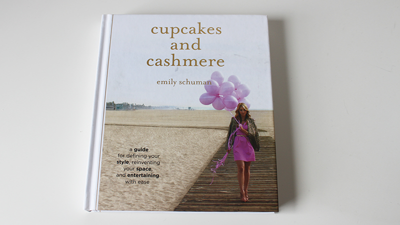 Book Review: Cupcakes & Cashmere