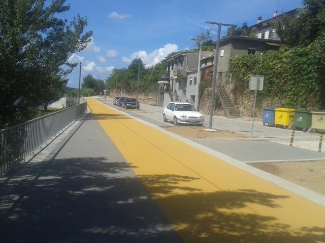 Parque Estacionamento e acesso pedonal