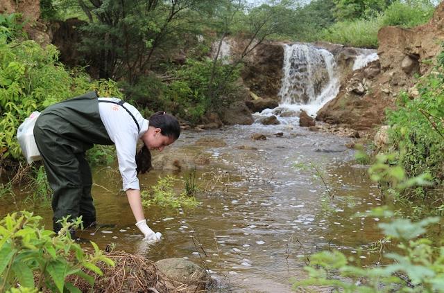 Equipe monitora qualidade das águas de rios em Canapi e Mata Grande