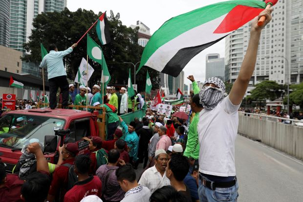 Thousands of Muslims in Asia protest against Trump's Jerusalem plan