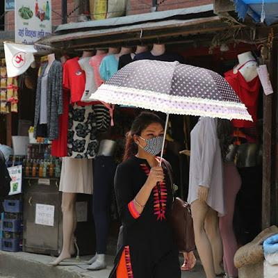 Sol y polvo en Katmandú