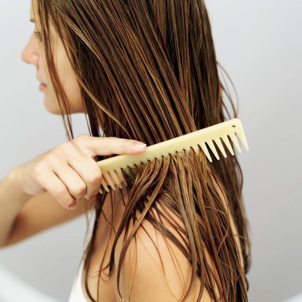 Sisir yang terlalu rapat dapat menyebabkan rambut menjadi mudah rontok f0c6f31c0c